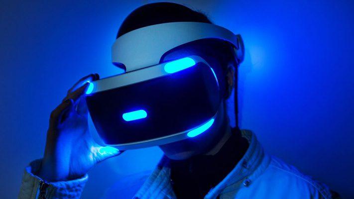 Sony vuole puntare ancora molto sulla VR, Microsoft sembra non interessata