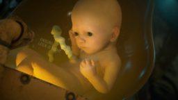 Death Stranding: Bambini da cullare e un'apparizione nel nuovo gameplay