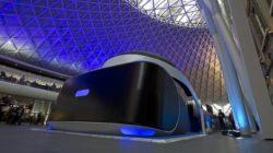 Un gigantesco visore PlayStation VR a Londra
