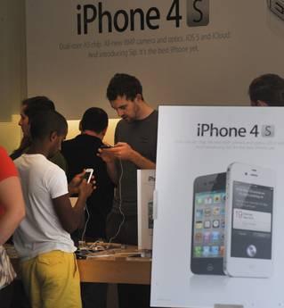 iPhone 4s: 4 mln di unità vendute nel primo week end!