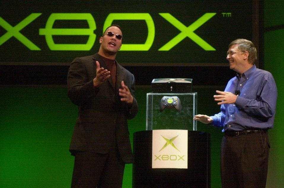 Bill Gates e The Rock per presentare nel 2001 la prima Xbox!