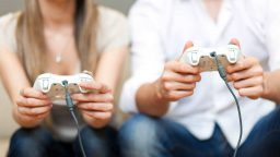 Una ricerca afferma che le donne giocano tanto quanto gli uomini