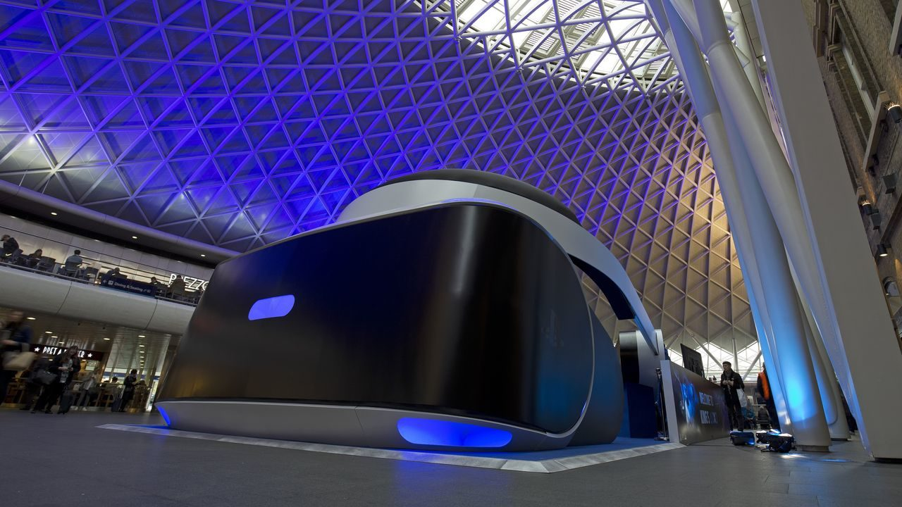 Un gigantesco visore PlayStation VR a Londra