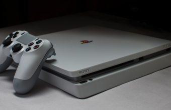 PS4 Slim Retro Console riprende l'aspetto di una PS1