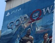 Un mastodontico poster di God of War a Los Angeles