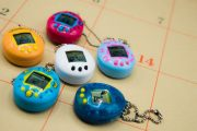 Un'operazione firmata nostalgia tascabile: ritorna il Tamagotchi
