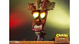 Una maschera di Aku Aku a grandezza naturale da First 4 Figures